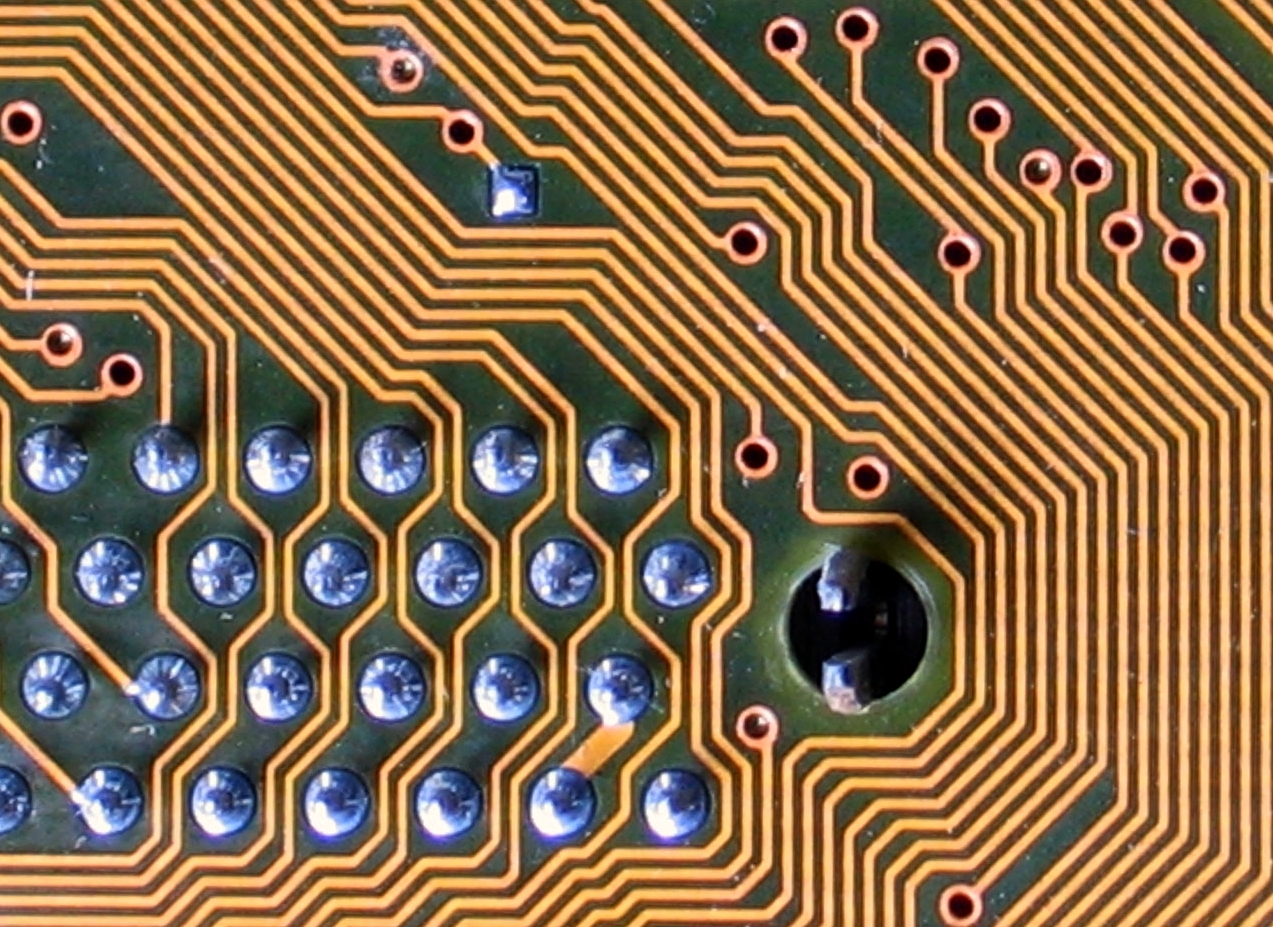 Labyrinthine circuit board lines by Karl-Ludwig Poggemann on Flickr, used under (CC BY 2.0)